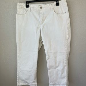 NWOT Lee Classic Fit White Cropped Jeans